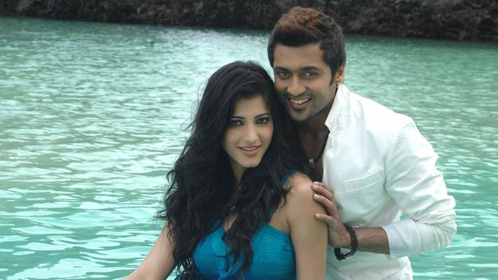 Shruti Haasan And Surya Looking At Camera – 7aum Arivu Movie